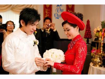 -24h chuyên dịch vụ cưới hỏi: trang trí nhà đám cưới hỏi, nhà hàng tiệc cưới, nhân sự bưng mâm quả, cổng hoa, xe hoa, cắt dán chữ và tin tức cưới hỏi: đám cưới sao, lập kế hoạch cưới, làm đẹp ngày cưới- Cách tổ chức ăn hỏi và cưới cùng ngày