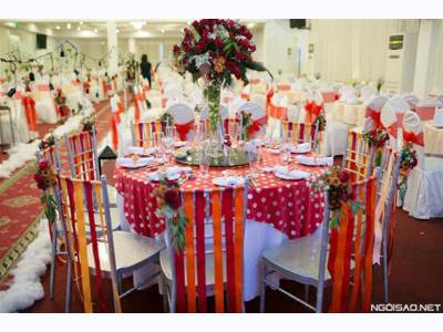 -24h chuyên dịch vụ cưới hỏi: trang trí nhà đám cưới hỏi, nhà hàng tiệc cưới, nhân sự bưng mâm quả, cổng hoa, xe hoa, cắt dán chữ và tin tức cưới hỏi: đám cưới sao, lập kế hoạch cưới, làm đẹp ngày cưới- Màu sắc rực rỡ cho đám cưới nhỏ Sài Gòn