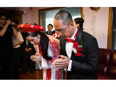 -24h chuyên dịch vụ cưới hỏi: trang trí nhà đám cưới hỏi, nhà hàng tiệc cưới, nhân sự bưng mâm quả, cổng hoa, xe hoa, cắt dán chữ và tin tức cưới hỏi: đám cưới sao, lập kế hoạch cưới, làm đẹp ngày cưới- Lưu ý trong lễ gia tiên ở đám cưới hai miền