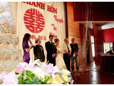 -24h chuyên dịch vụ cưới hỏi: trang trí nhà đám cưới hỏi, nhà hàng tiệc cưới, nhân sự bưng mâm quả, cổng hoa, xe hoa, cắt dán chữ và tin tức cưới hỏi: đám cưới sao, lập kế hoạch cưới, làm đẹp ngày cưới- Câu chuyện nhỏ của một MC đám cưới