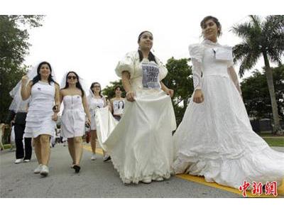 -24h chuyên dịch vụ cưới hỏi: trang trí nhà đám cưới hỏi, nhà hàng tiệc cưới, nhân sự bưng mâm quả, cổng hoa, xe hoa, cắt dán chữ và tin tức cưới hỏi: đám cưới sao, lập kế hoạch cưới, làm đẹp ngày cưới- Cuộc diễu hành của hàng trăm cô dâu