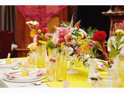 -24h chuyên dịch vụ cưới hỏi: trang trí nhà đám cưới hỏi, nhà hàng tiệc cưới, nhân sự bưng mâm quả, cổng hoa, xe hoa, cắt dán chữ và tin tức cưới hỏi: đám cưới sao, lập kế hoạch cưới, làm đẹp ngày cưới- Tiệc cưới rực rỡ với tông màu vàng