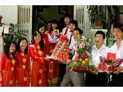 -24h chuyên dịch vụ cưới hỏi: trang trí nhà đám cưới hỏi, nhà hàng tiệc cưới, nhân sự bưng mâm quả, cổng hoa, xe hoa, cắt dán chữ và tin tức cưới hỏi: đám cưới sao, lập kế hoạch cưới, làm đẹp ngày cưới- Chồng Tây làm lễ ăn hỏi ở Việt Nam