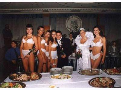 -24h chuyên dịch vụ cưới hỏi: trang trí nhà đám cưới hỏi, nhà hàng tiệc cưới, nhân sự bưng mâm quả, cổng hoa, xe hoa, cắt dán chữ và tin tức cưới hỏi: đám cưới sao, lập kế hoạch cưới, làm đẹp ngày cưới- Cô dâu tinh nghịch với váy cưới
