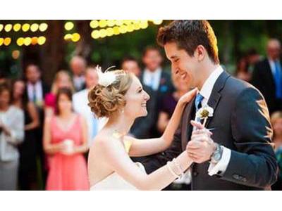 -24h chuyên dịch vụ cưới hỏi: trang trí nhà đám cưới hỏi, nhà hàng tiệc cưới, nhân sự bưng mâm quả, cổng hoa, xe hoa, cắt dán chữ và tin tức cưới hỏi: đám cưới sao, lập kế hoạch cưới, làm đẹp ngày cưới- Những Phong Tục Vui Trong Lễ Cưới