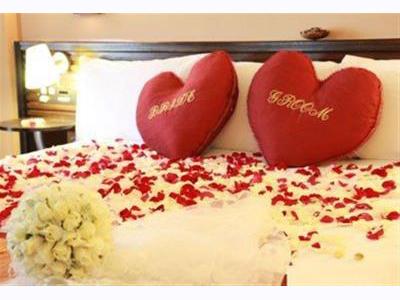 -24h chuyên dịch vụ cưới hỏi: trang trí nhà đám cưới hỏi, nhà hàng tiệc cưới, nhân sự bưng mâm quả, cổng hoa, xe hoa, cắt dán chữ và tin tức cưới hỏi: đám cưới sao, lập kế hoạch cưới, làm đẹp ngày cưới- Trang trí phòng cưới theo phong thủy