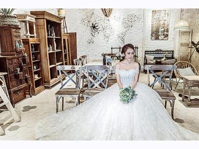 -24h chuyên dịch vụ cưới hỏi: trang trí nhà đám cưới hỏi, nhà hàng tiệc cưới, nhân sự bưng mâm quả, cổng hoa, xe hoa, cắt dán chữ và tin tức cưới hỏi: đám cưới sao, lập kế hoạch cưới, làm đẹp ngày cưới- Váy cưới bồng bềnh giúp tân nương hóa công chúa