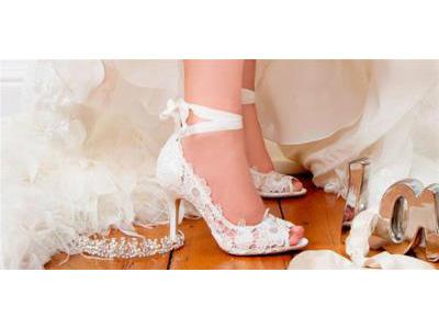 -24h chuyên dịch vụ cưới hỏi: trang trí nhà đám cưới hỏi, nhà hàng tiệc cưới, nhân sự bưng mâm quả, cổng hoa, xe hoa, cắt dán chữ và tin tức cưới hỏi: đám cưới sao, lập kế hoạch cưới, làm đẹp ngày cưới- Giày cưới đan dây lấy cảm hứng từ giày ballet cho cô dâu