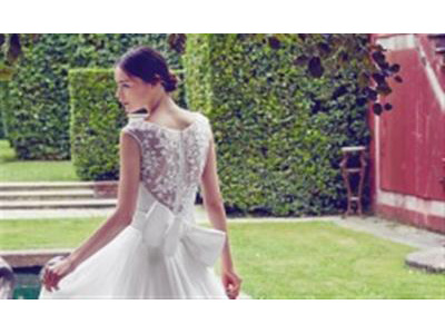 -24h chuyên dịch vụ cưới hỏi: trang trí nhà đám cưới hỏi, nhà hàng tiệc cưới, nhân sự bưng mâm quả, cổng hoa, xe hoa, cắt dán chữ và tin tức cưới hỏi: đám cưới sao, lập kế hoạch cưới, làm đẹp ngày cưới- Váy cưới đính nơ to bản gây sốt trong mùa cưới 2017