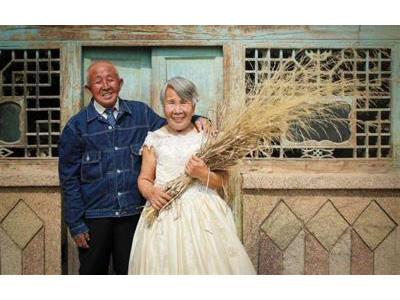 -24h chuyên dịch vụ cưới hỏi: trang trí nhà đám cưới hỏi, nhà hàng tiệc cưới, nhân sự bưng mâm quả, cổng hoa, xe hoa, cắt dán chữ và tin tức cưới hỏi: đám cưới sao, lập kế hoạch cưới, làm đẹp ngày cưới- Cặp vợ chồng U90 lần đầu chụp ảnh cưới sau 40 năm kết hôn