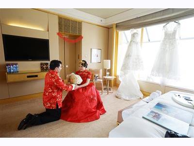 -24h chuyên dịch vụ cưới hỏi: trang trí nhà đám cưới hỏi, nhà hàng tiệc cưới, nhân sự bưng mâm quả, cổng hoa, xe hoa, cắt dán chữ và tin tức cưới hỏi: đám cưới sao, lập kế hoạch cưới, làm đẹp ngày cưới- Đám cưới cổ tích triệu đô của cặp đôi