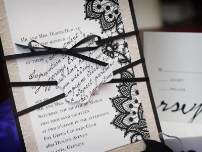 -24h chuyên dịch vụ cưới hỏi: trang trí nhà đám cưới hỏi, nhà hàng tiệc cưới, nhân sự bưng mâm quả, cổng hoa, xe hoa, cắt dán chữ và tin tức cưới hỏi: đám cưới sao, lập kế hoạch cưới, làm đẹp ngày cưới- Cách trang trí thiệp cưới bắt mắt với họa tiết ren cầu kì