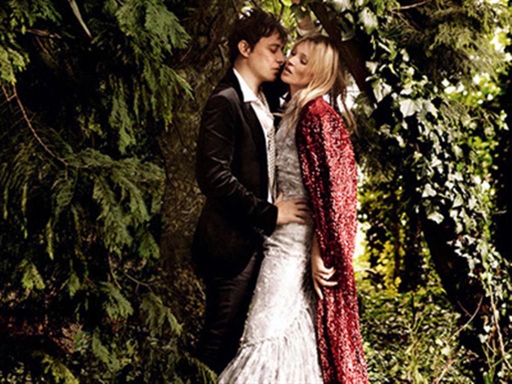 -24h chuyên dịch vụ cưới hỏi: trang trí nhà đám cưới hỏi, nhà hàng tiệc cưới, nhân sự bưng mâm quả, cổng hoa, xe hoa, cắt dán chữ và tin tức cưới hỏi: đám cưới sao, lập kế hoạch cưới, làm đẹp ngày cưới- Ảnh cưới đẹp như cổ tích của Kate Moss