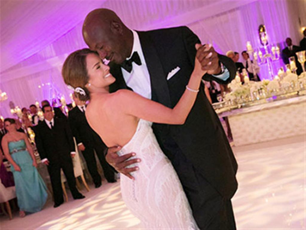 -24h chuyên dịch vụ cưới hỏi: trang trí nhà đám cưới hỏi, nhà hàng tiệc cưới, nhân sự bưng mâm quả, cổng hoa, xe hoa, cắt dán chữ và tin tức cưới hỏi: đám cưới sao, lập kế hoạch cưới, làm đẹp ngày cưới- Đám cưới mộng mơ của huyền thoại Michael Jordan