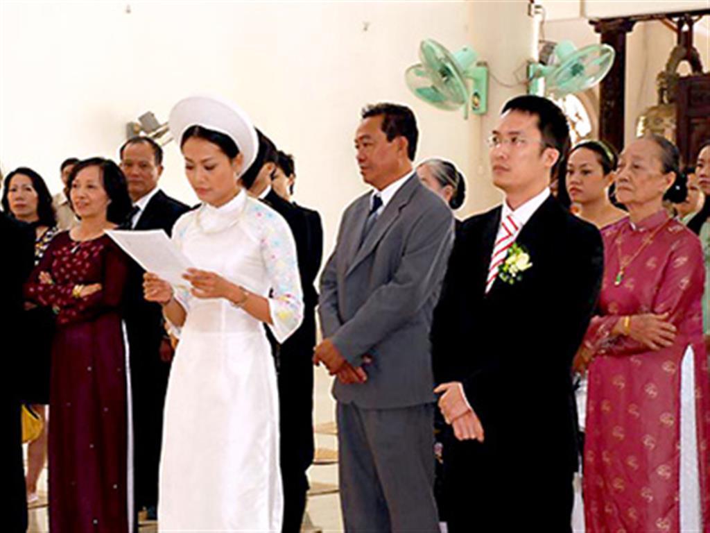 -24h chuyên dịch vụ cưới hỏi: trang trí nhà đám cưới hỏi, nhà hàng tiệc cưới, nhân sự bưng mâm quả, cổng hoa, xe hoa, cắt dán chữ và tin tức cưới hỏi: đám cưới sao, lập kế hoạch cưới, làm đẹp ngày cưới- Đám cưới nơi cửa Phật của Hồng Ánh