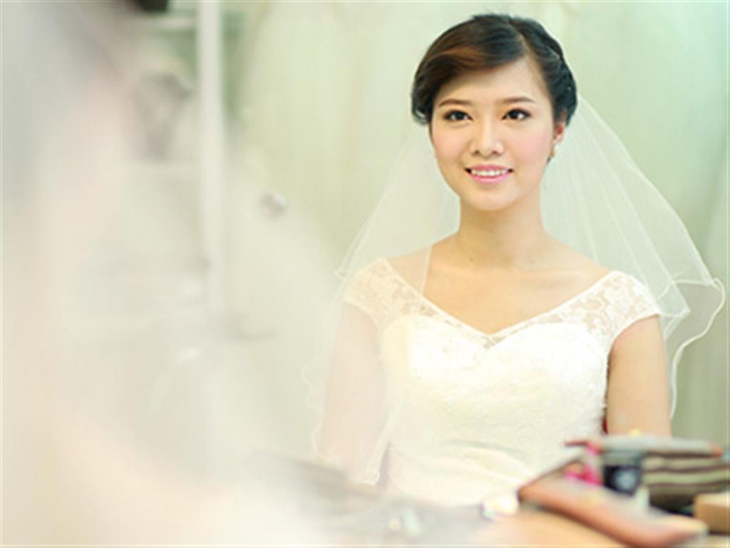 -24h chuyên dịch vụ cưới hỏi: trang trí nhà đám cưới hỏi, nhà hàng tiệc cưới, nhân sự bưng mâm quả, cổng hoa, xe hoa, cắt dán chữ và tin tức cưới hỏi: đám cưới sao, lập kế hoạch cưới, làm đẹp ngày cưới- Make up xinh xắn cho cô dâu mắt cận