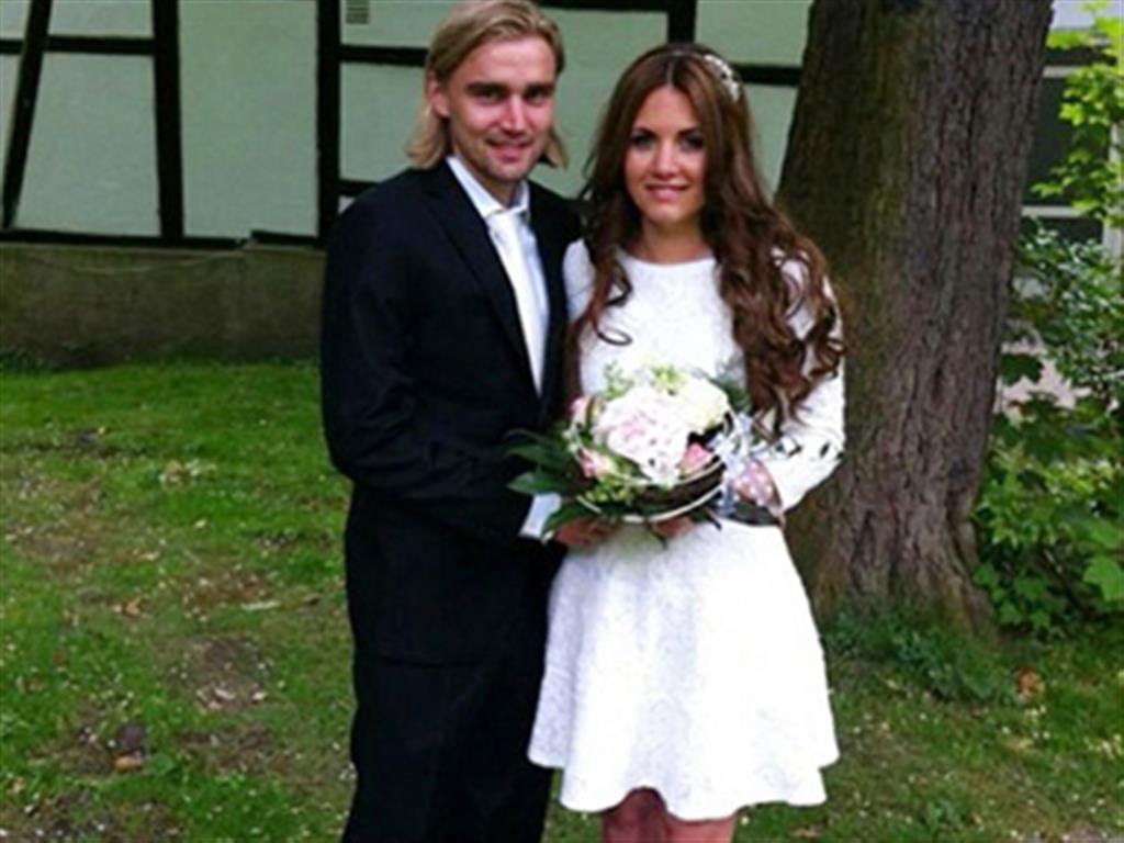 -24h chuyên dịch vụ cưới hỏi: trang trí nhà đám cưới hỏi, nhà hàng tiệc cưới, nhân sự bưng mâm quả, cổng hoa, xe hoa, cắt dán chữ và tin tức cưới hỏi: đám cưới sao, lập kế hoạch cưới, làm đẹp ngày cưới- Sao Dortmund bí mật đính hôn