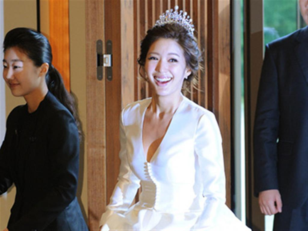 -24h chuyên dịch vụ cưới hỏi: trang trí nhà đám cưới hỏi, nhà hàng tiệc cưới, nhân sự bưng mâm quả, cổng hoa, xe hoa, cắt dán chữ và tin tức cưới hỏi: đám cưới sao, lập kế hoạch cưới, làm đẹp ngày cưới- Seo Ji Young rạng ngời ngày lên xe hoa