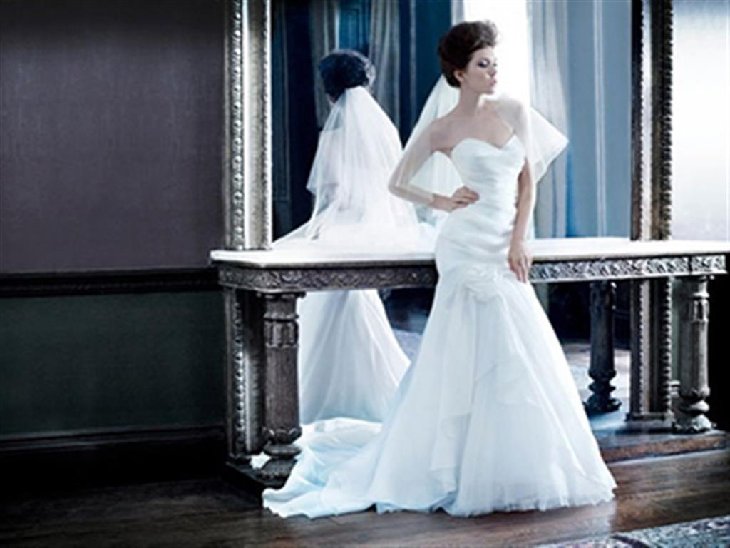 -24h chuyên dịch vụ cưới hỏi: trang trí nhà đám cưới hỏi, nhà hàng tiệc cưới, nhân sự bưng mâm quả, cổng hoa, xe hoa, cắt dán chữ và tin tức cưới hỏi: đám cưới sao, lập kế hoạch cưới, làm đẹp ngày cưới- Váy tối giản cho tiệc cưới trong nhà