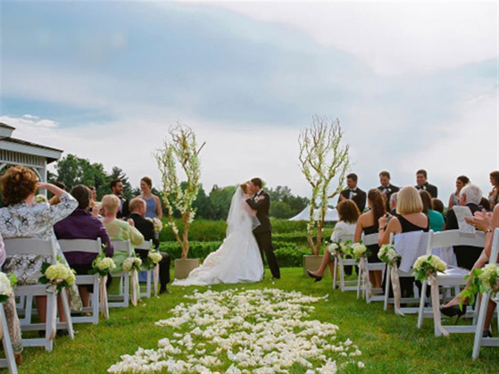 -24h chuyên dịch vụ cưới hỏi: trang trí nhà đám cưới hỏi, nhà hàng tiệc cưới, nhân sự bưng mâm quả, cổng hoa, xe hoa, cắt dán chữ và tin tức cưới hỏi: đám cưới sao, lập kế hoạch cưới, làm đẹp ngày cưới- Chọn màu theme cưới theo ngày sinh, ngày cưới