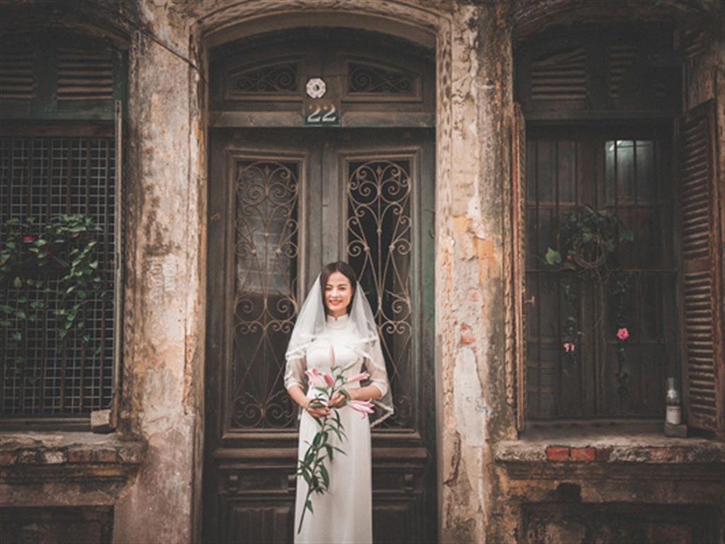 """-24h chuyên dịch vụ cưới hỏi: trang trí nhà đám cưới hỏi, nhà hàng tiệc cưới, nhân sự bưng mâm quả, cổng hoa, xe hoa, cắt dán chữ và tin tức cưới hỏi: đám cưới sao, lập kế hoạch cưới, làm đẹp ngày cưới- """"Chất phát ngất"""" với kiểu chụp ảnh cưới theo phong cách xưa"""