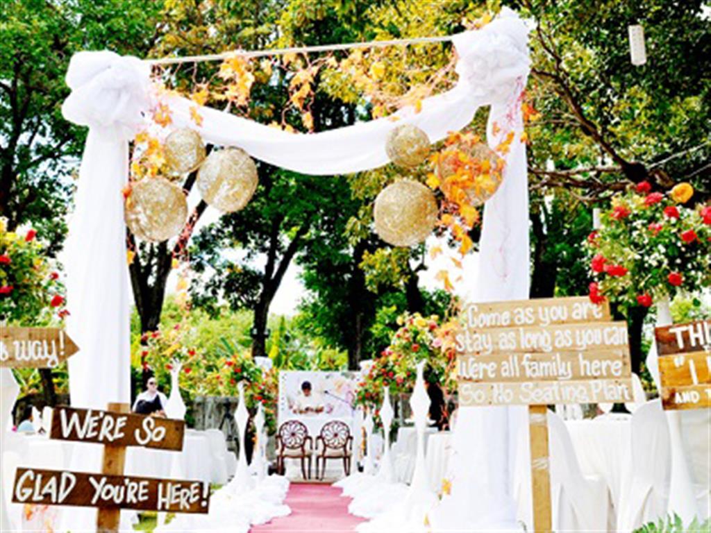-24h chuyên dịch vụ cưới hỏi: trang trí nhà đám cưới hỏi, nhà hàng tiệc cưới, nhân sự bưng mâm quả, cổng hoa, xe hoa, cắt dán chữ và tin tức cưới hỏi: đám cưới sao, lập kế hoạch cưới, làm đẹp ngày cưới- 6 kiểu trang trí sân khấu đám cưới ấn tượng mùa Thu-Đông