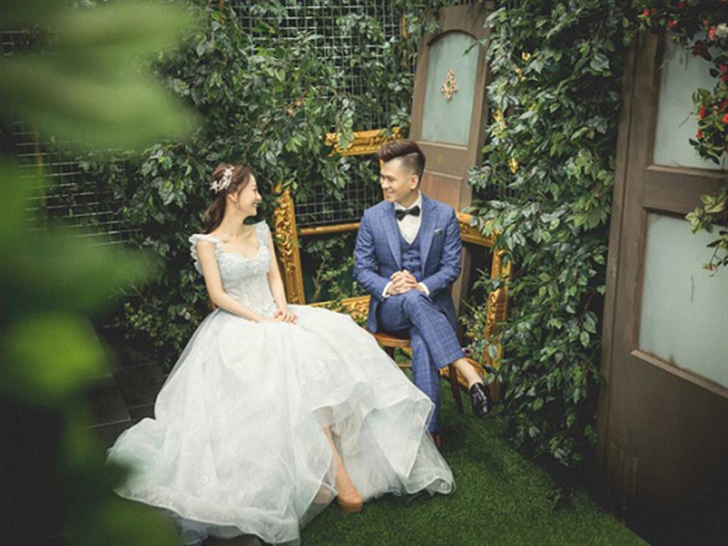 -24h chuyên dịch vụ cưới hỏi: trang trí nhà đám cưới hỏi, nhà hàng tiệc cưới, nhân sự bưng mâm quả, cổng hoa, xe hoa, cắt dán chữ và tin tức cưới hỏi: đám cưới sao, lập kế hoạch cưới, làm đẹp ngày cưới- Hot girl Vy Võ mách bạn cách chụp ảnh cưới đẹp như sao Hàn