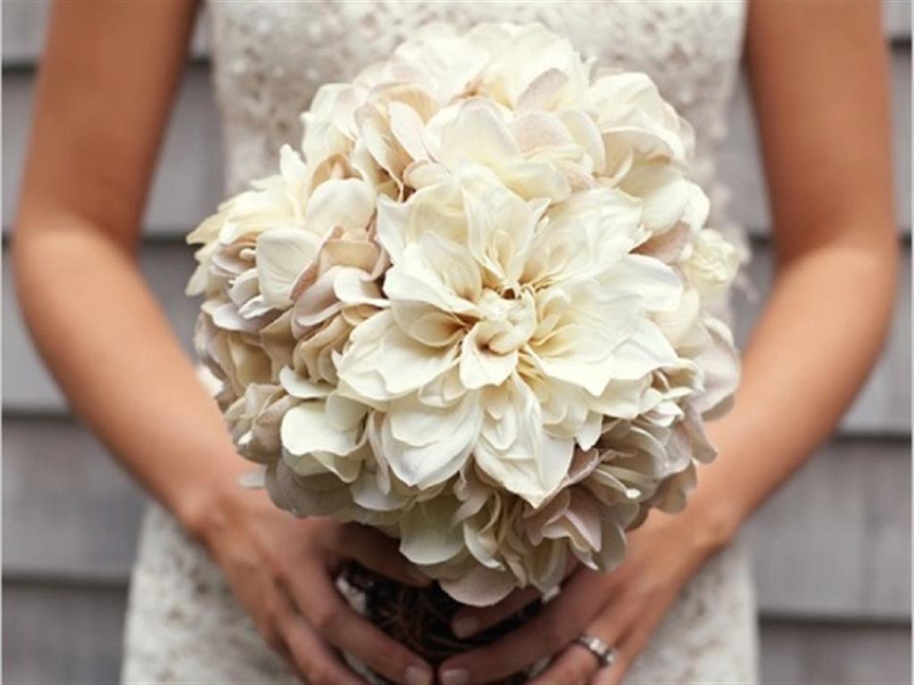 -24h chuyên dịch vụ cưới hỏi: trang trí nhà đám cưới hỏi, nhà hàng tiệc cưới, nhân sự bưng mâm quả, cổng hoa, xe hoa, cắt dán chữ và tin tức cưới hỏi: đám cưới sao, lập kế hoạch cưới, làm đẹp ngày cưới- 2 cách bó hoa cưới cẩm tú cầu cực xinh lại tiết kiệm