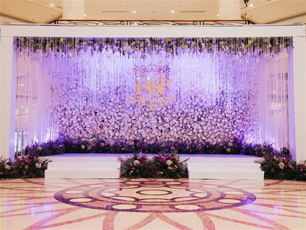 -24h chuyên dịch vụ cưới hỏi: trang trí nhà đám cưới hỏi, nhà hàng tiệc cưới, nhân sự bưng mâm quả, cổng hoa, xe hoa, cắt dán chữ và tin tức cưới hỏi: đám cưới sao, lập kế hoạch cưới, làm đẹp ngày cưới- Đám cưới tím huyền ảo từ hàng ngàn đóa hoa tươi và pha lê