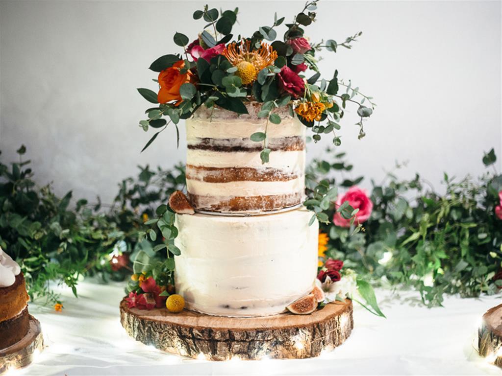 -24h chuyên dịch vụ cưới hỏi: trang trí nhà đám cưới hỏi, nhà hàng tiệc cưới, nhân sự bưng mâm quả, cổng hoa, xe hoa, cắt dán chữ và tin tức cưới hỏi: đám cưới sao, lập kế hoạch cưới, làm đẹp ngày cưới- 20 mẫu bánh cưới hoa tươi nhiều tầng đặc biệt 'sang chảnh'
