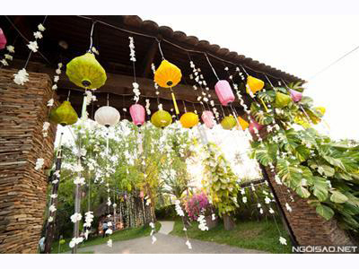 -24h chuyên dịch vụ cưới hỏi: trang trí nhà đám cưới hỏi, nhà hàng tiệc cưới, nhân sự bưng mâm quả, cổng hoa, xe hoa, cắt dán chữ và tin tức cưới hỏi: đám cưới sao, lập kế hoạch cưới, làm đẹp ngày cưới- Tiệc cưới hoa sen lung linh dưới nắng hoàng hôn