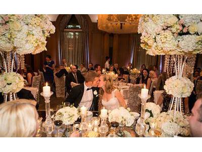 -24h chuyên dịch vụ cưới hỏi: trang trí nhà đám cưới hỏi, nhà hàng tiệc cưới, nhân sự bưng mâm quả, cổng hoa, xe hoa, cắt dán chữ và tin tức cưới hỏi: đám cưới sao, lập kế hoạch cưới, làm đẹp ngày cưới- Tiệc cưới vàng đồng lung linh sang trọng