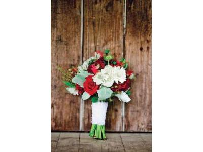 -24h chuyên dịch vụ cưới hỏi: trang trí nhà đám cưới hỏi, nhà hàng tiệc cưới, nhân sự bưng mâm quả, cổng hoa, xe hoa, cắt dán chữ và tin tức cưới hỏi: đám cưới sao, lập kế hoạch cưới, làm đẹp ngày cưới- Đám cưới ấn tượng với gam màu xanh - đỏ