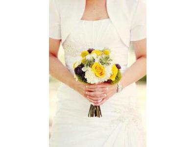 -24h chuyên dịch vụ cưới hỏi: trang trí nhà đám cưới hỏi, nhà hàng tiệc cưới, nhân sự bưng mâm quả, cổng hoa, xe hoa, cắt dán chữ và tin tức cưới hỏi: đám cưới sao, lập kế hoạch cưới, làm đẹp ngày cưới- Mang sắc vàng tươi trẻ vào đám cưới xuân