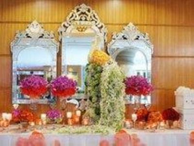 -24h chuyên dịch vụ cưới hỏi: trang trí nhà đám cưới hỏi, nhà hàng tiệc cưới, nhân sự bưng mâm quả, cổng hoa, xe hoa, cắt dán chữ và tin tức cưới hỏi: đám cưới sao, lập kế hoạch cưới, làm đẹp ngày cưới- Tiệc cưới lộng lẫy sắc màu ở Sài Gòn