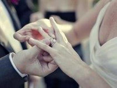 -24h chuyên dịch vụ cưới hỏi: trang trí nhà đám cưới hỏi, nhà hàng tiệc cưới, nhân sự bưng mâm quả, cổng hoa, xe hoa, cắt dán chữ và tin tức cưới hỏi: đám cưới sao, lập kế hoạch cưới, làm đẹp ngày cưới- Sự khác biệt giữa nhẫn đính hôn và nhẫn cưới