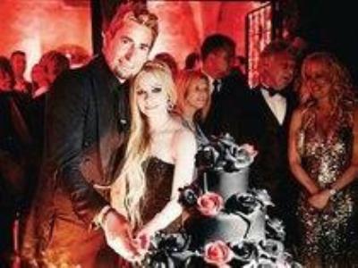 -24h chuyên dịch vụ cưới hỏi: trang trí nhà đám cưới hỏi, nhà hàng tiệc cưới, nhân sự bưng mâm quả, cổng hoa, xe hoa, cắt dán chữ và tin tức cưới hỏi: đám cưới sao, lập kế hoạch cưới, làm đẹp ngày cưới- Hôn lễ màu đen Gothic của Avril Lavigne