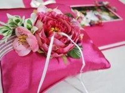 -24h chuyên dịch vụ cưới hỏi: trang trí nhà đám cưới hỏi, nhà hàng tiệc cưới, nhân sự bưng mâm quả, cổng hoa, xe hoa, cắt dán chữ và tin tức cưới hỏi: đám cưới sao, lập kế hoạch cưới, làm đẹp ngày cưới- Gối để nhẫn cưới đáng yêu