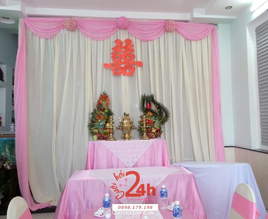 Dịch vụ cưới hỏi 24h trọn vẹn ngày vui chuyên trang trí nhà đám cưới hỏi và nhà hàng tiệc cưới | Bàn thờ gia tiên ngày cưới tông hồng nhẹ nhàng với voan mềm mại