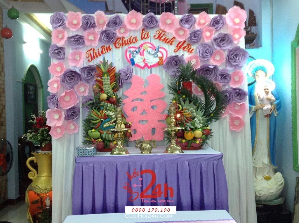 Dịch vụ cưới hỏi 24h trọn vẹn ngày vui chuyên trang trí nhà đám cưới hỏi và nhà hàng tiệc cưới | Bàn thờ gia tiên ngày cưới tông tím hồng trang nhã với hoa giấy và rồng phụng (2)