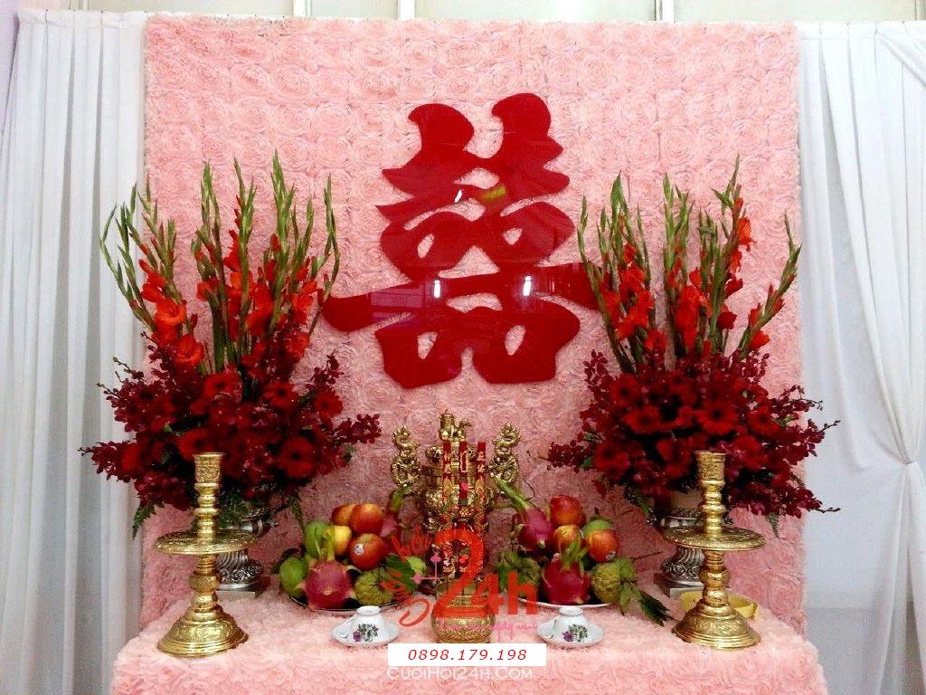 Dịch vụ cưới hỏi 24h trọn vẹn ngày vui chuyên trang trí nhà đám cưới hỏi và nhà hàng tiệc cưới | Bàn thờ gia tiên ngày cưới với phông vải nhung màu hồng pastel