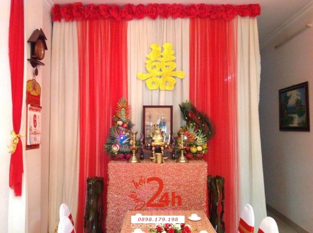 Dịch vụ cưới hỏi 24h trọn vẹn ngày vui chuyên trang trí nhà đám cưới hỏi và nhà hàng tiệc cưới | Bàn thờ gia tiên trang trí trong ngày cưới tông màu đỏ (1)