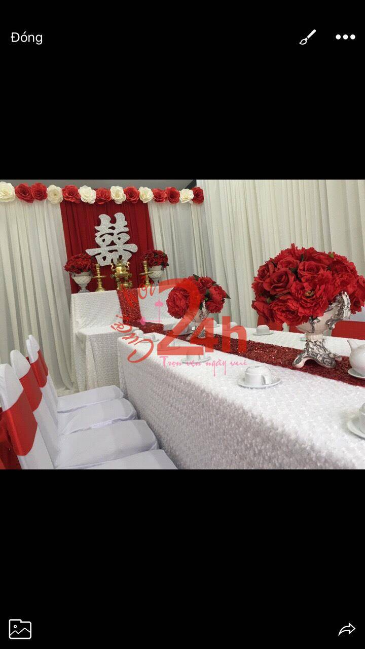 Dịch vụ cưới hỏi 24h trọn vẹn ngày vui chuyên trang trí nhà đám cưới hỏi và nhà hàng tiệc cưới | Bình hoa để bàn kết hoa giấy đỏ