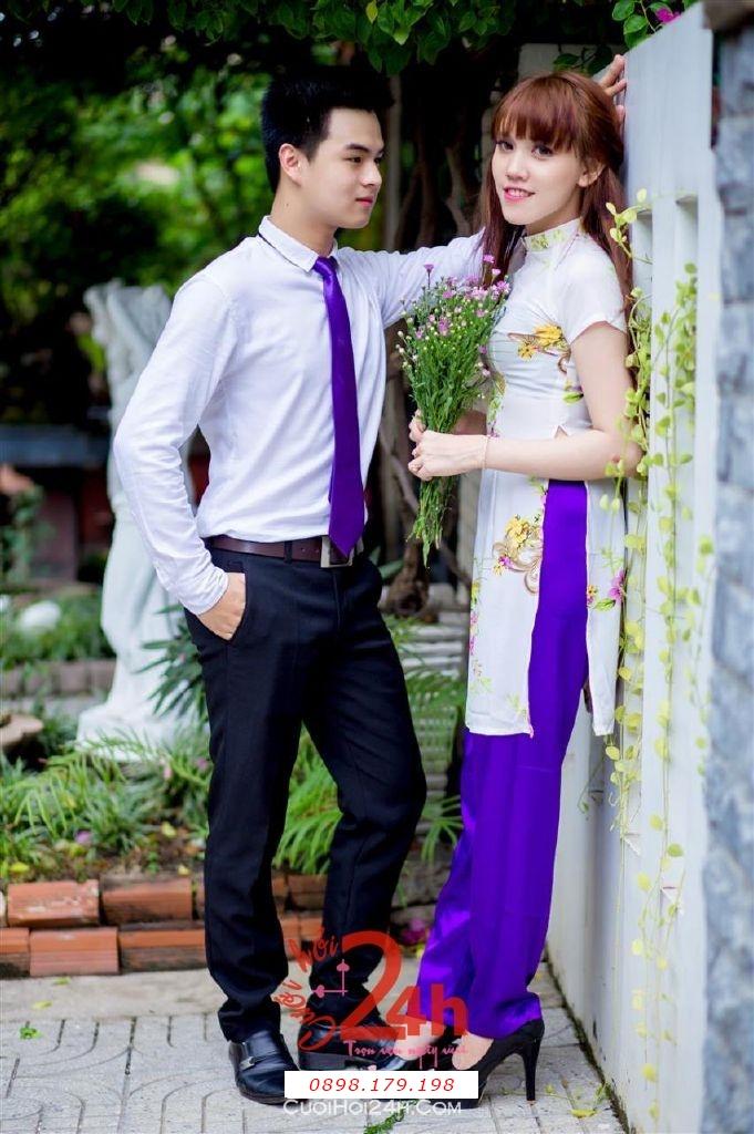 Dịch vụ cưới hỏi 24h trọn vẹn ngày vui chuyên trang trí nhà đám cưới hỏi và nhà hàng tiệc cưới | Cho thuê áo dài làm đồng phục bưng mâm quả mẫu mới đẹp, hiện đại (10)