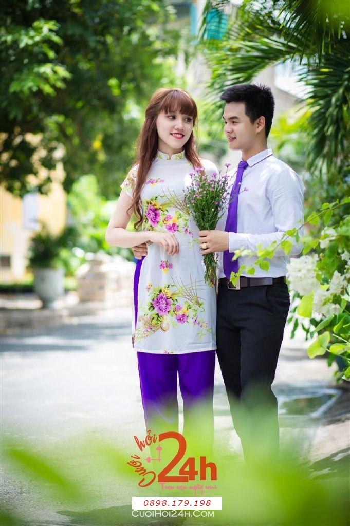 Dịch vụ cưới hỏi 24h trọn vẹn ngày vui chuyên trang trí nhà đám cưới hỏi và nhà hàng tiệc cưới | Cho thuê áo dài mẫu cách điệu làm đồng phục bưng mâm quả hiện đại, tươi trẻ (1)