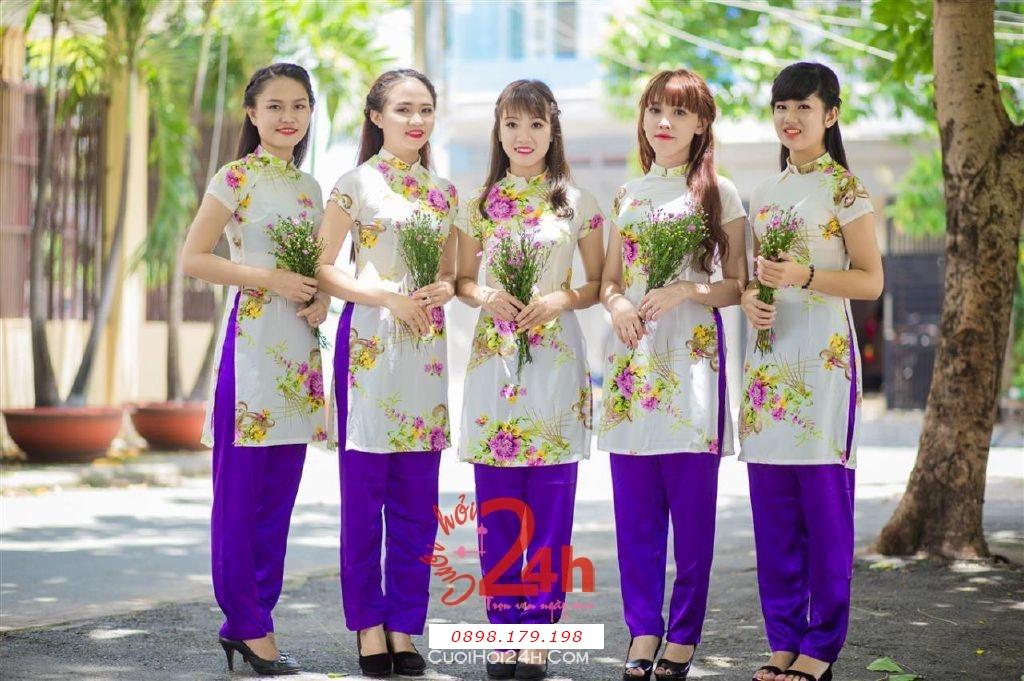 Dịch vụ cưới hỏi 24h trọn vẹn ngày vui chuyên trang trí nhà đám cưới hỏi và nhà hàng tiệc cưới | Cho thuê áo dài mẫu cách điệu làm đồng phục bưng mâm quả hiện đại, tươi trẻ (7)