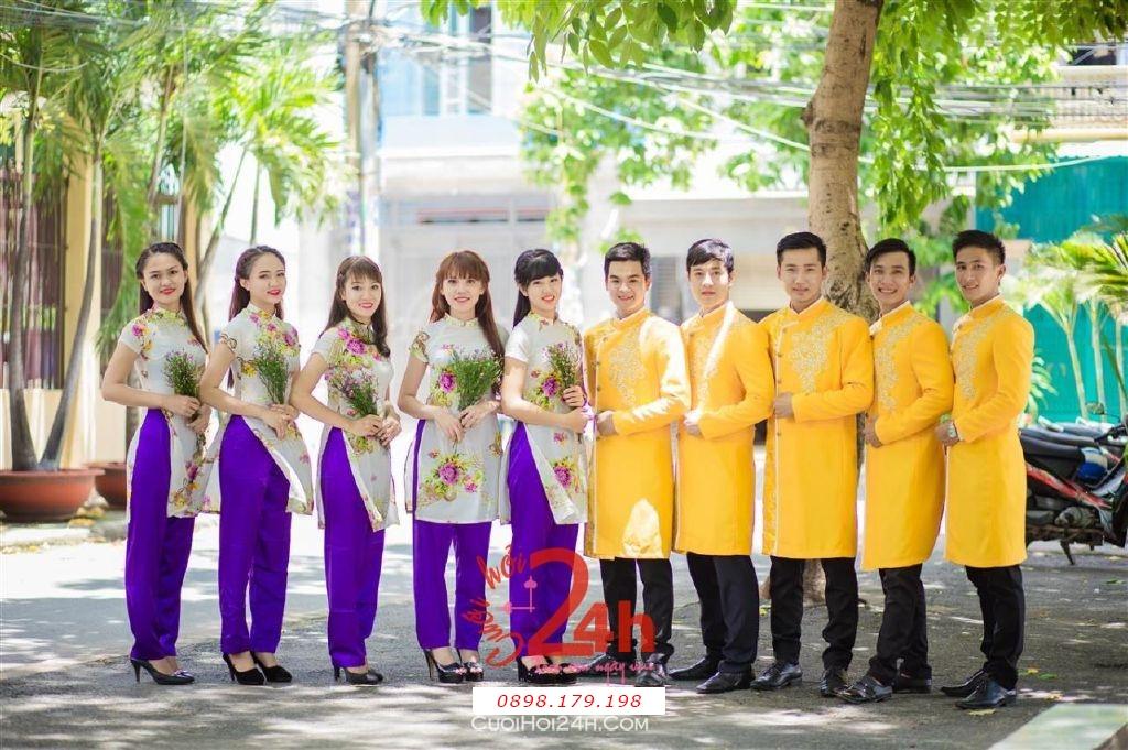 Dịch vụ cưới hỏi 24h trọn vẹn ngày vui chuyên trang trí nhà đám cưới hỏi và nhà hàng tiệc cưới | Cho thuê áo dài mẫu cách điệu làm đồng phục bưng mâm quả hiện đại, tươi trẻ (8)