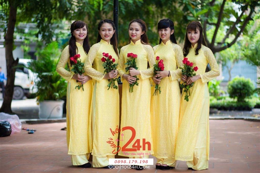Dịch vụ cưới hỏi 24h trọn vẹn ngày vui chuyên trang trí nhà đám cưới hỏi và nhà hàng tiệc cưới | Cho thuê đội ngũ nhân sự bưng mâm quả nữ trong trang phục áo dài mới đẹp hiện đại (13)
