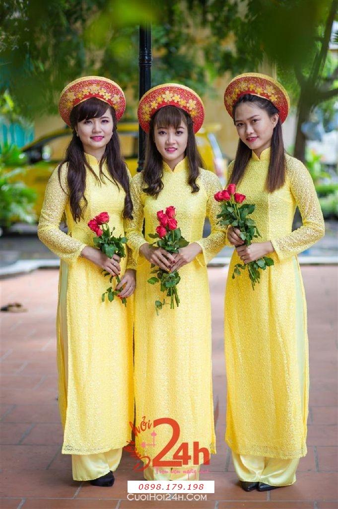 Dịch vụ cưới hỏi 24h trọn vẹn ngày vui chuyên trang trí nhà đám cưới hỏi và nhà hàng tiệc cưới | Cho thuê đội ngũ nhân sự bưng mâm quả nữ trong trang phục áo dài mới đẹp hiện đại (15)