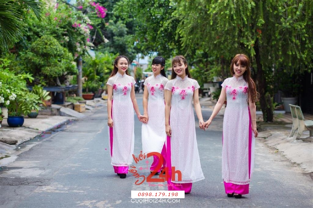 Dịch vụ cưới hỏi 24h trọn vẹn ngày vui chuyên trang trí nhà đám cưới hỏi và nhà hàng tiệc cưới | Cho thuê đội ngũ nhân sự bưng mâm quả nữ trong trang phục áo dài mới đẹp hiện đại (19)